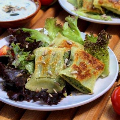 Vegane Maultaschen mit Salat