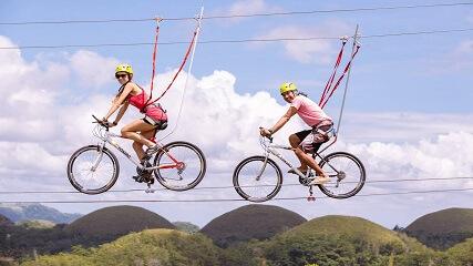 Ga zipline fietsen bij de Chocolate Hills van Bohol