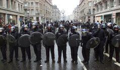 cop riot control