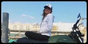 Fille au guidon vêtements et accessoires pour les femmes en moto