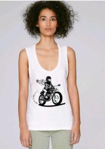 débardeur femme pour rouler en moto avec logo fille au guidon devant
