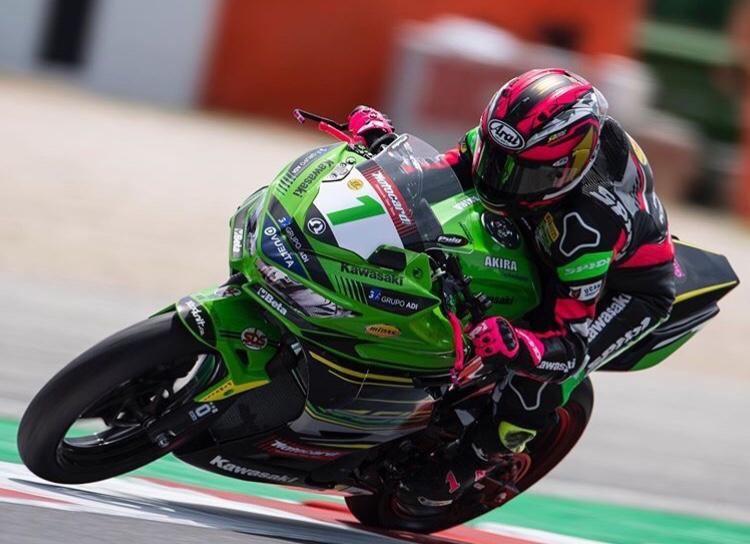 Ana carrasco pilot moto femme sur le circuit de misano swk 300