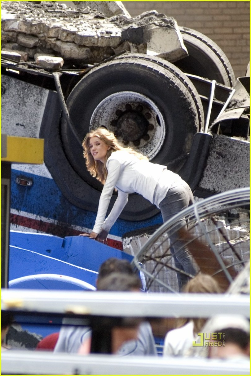 Rosie Huntington-Whiteley, Transformers, dirty bending over