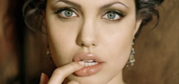 Angelina Jolie, Touching Lips
