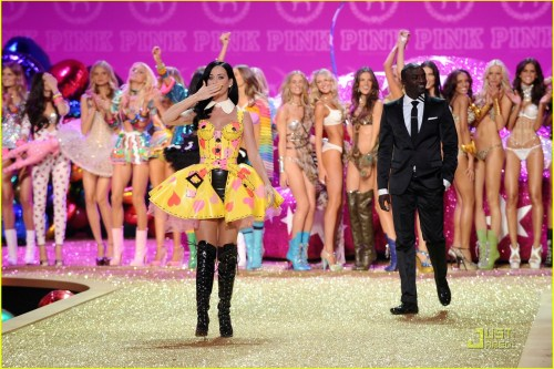 Katy Perry, Akon, Models, Victoria's Secret Fashion Show 2010, 01