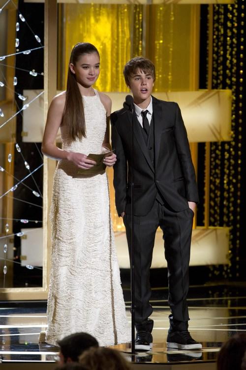 Justin Bieber, Hailee Steinfeld, Golden Globe 2011, 01