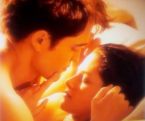 Robert Pattinson, Kristen Stewart, In Bed, The Twilight Saga: Breaking Dawn