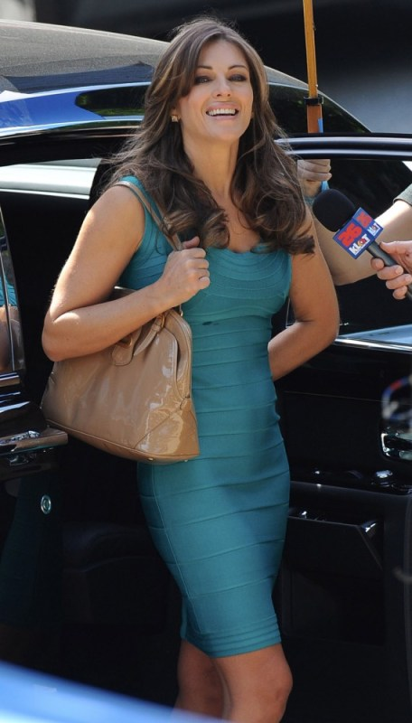 Elizabeth Hurley, Wonder Woman, 2011 Set, 01