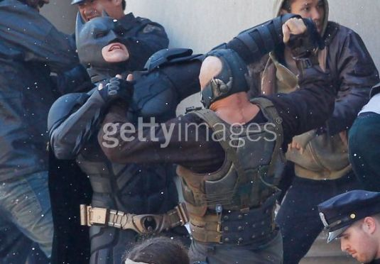 Tom Hardy, Christian Bale, The Dark Knight Rises, Mellon Institute Set, 02