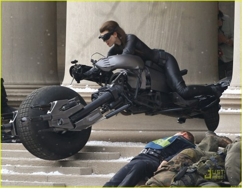 Anne Hathaway, Selina Kyle/Catwoman, Batpod, The Dark Knight Rises, Set 02