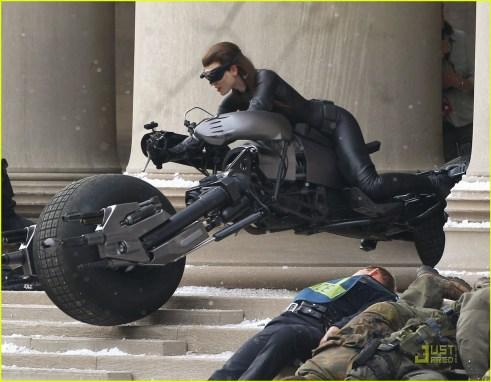 Anne Hathaway, Selina Kyle/Catwoman, Batpod, The Dark Knight Rises, Set 02