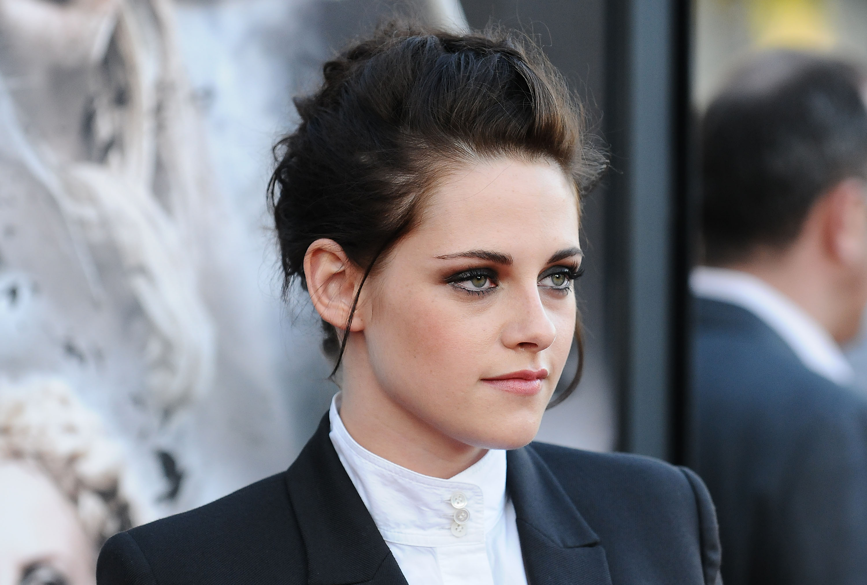 Camp x ray sils maria kristen stewart cast in lead for for The stewarts