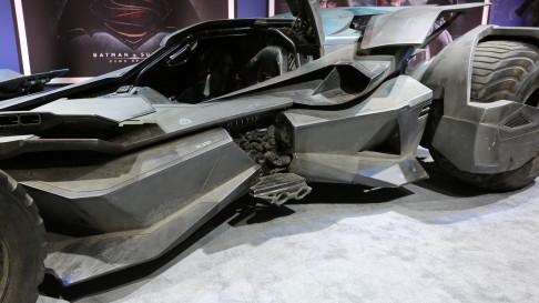 batman-v-superman-batmobile-cockpit-01