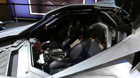 batman-v-superman-batmobile-cockpit-02