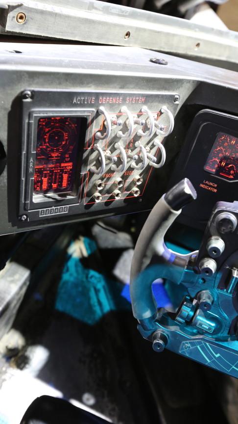batman-v-superman-batmobile-controls-02