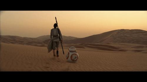 Daisy Ridley BB8 Tatoonie Star Wars The Force Awakens