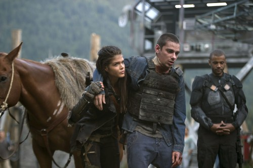 Marie Avgeropoulos Devon Bostick The 100 Wanheda Part 1