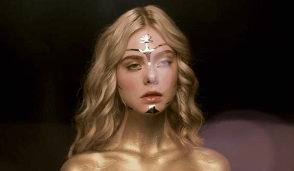 Elle Fanning Gold Makeup The Neon Demon