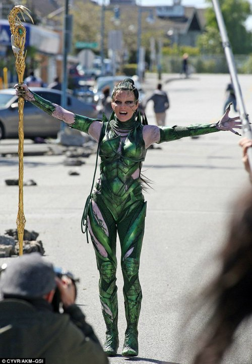 Elizabeth Banks Rita Repulsa Power Rangers Set