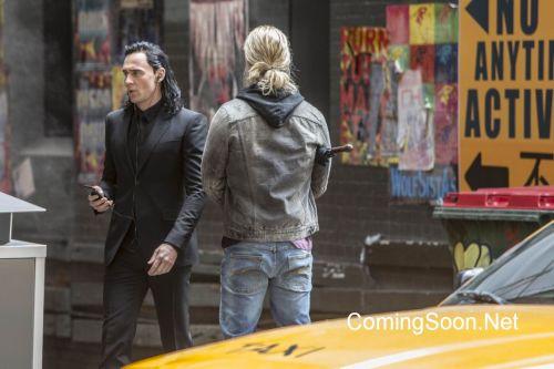Chris Hemsworth Tom Hiddleston Thor: Ragnarok Movie Set