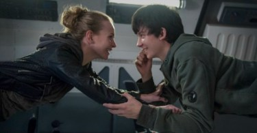 Britt Robertson Asa Butterfield The Space Between Us