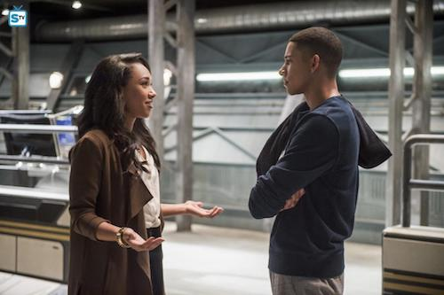 Candice Patton Keiynan Lonsdale Dead or Alive The Flash