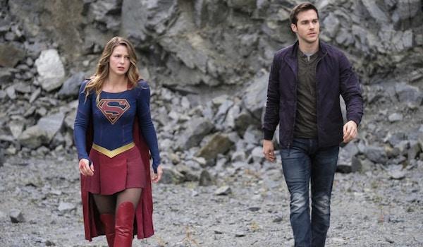 Melissa Benoist Chris Wood Supergirl Lives