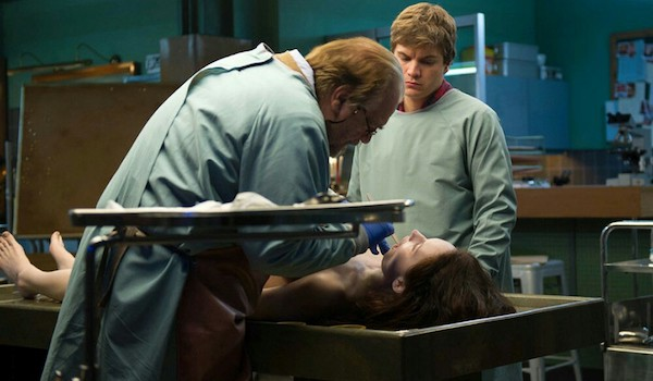 Emile Hirsch Brian Cox Olwen Catherine Kelly The Autopsy of Jane Doe