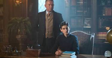 Sean Pertwee David Mazouz Gotham Mad City: Smile Like You Mean It