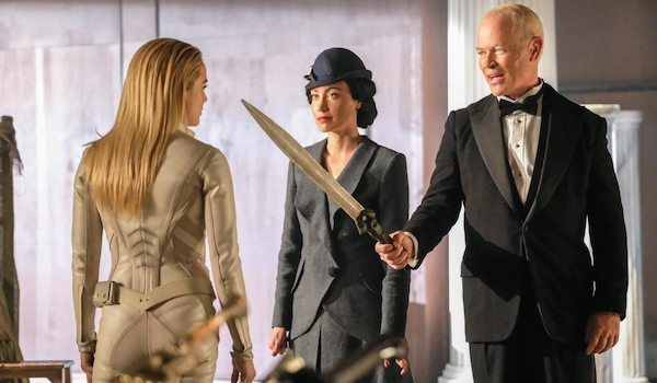 Caity Lotz Courtney Ford Neal McDonough Legends Of Tomorrow