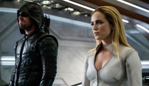 Stephen Amell Caity Lotz Legends Of Tomorrow