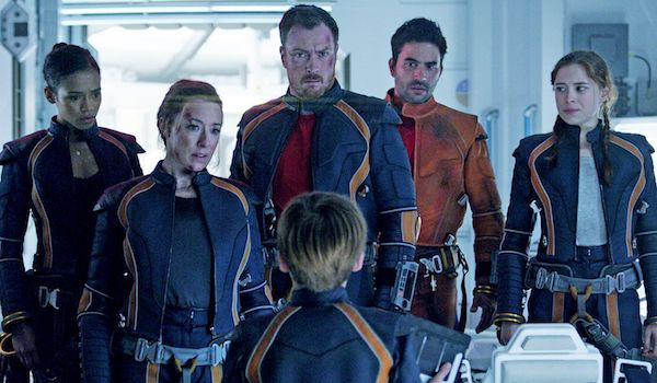 Taylor Russell Molly Parker Toby Stephens Ignacio Serricchio Mina Sundwall Lost in Space