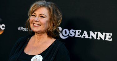 Rosanne Barr Roseanne Season 11 Premiere
