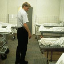 Od szeptu w krzyk – NOCNY STRAŻNIK (1994)