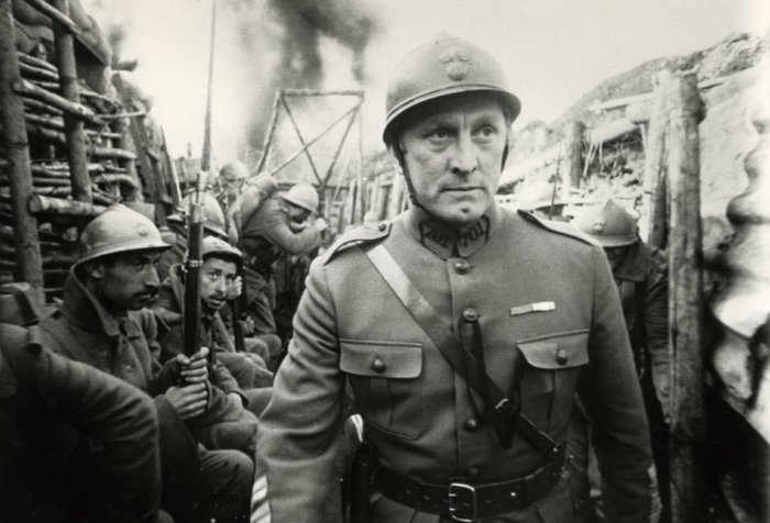 https://movierdo.com/paths-glory-standout-war-movie/