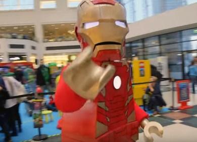 Wideo z akcji promującej grę Lego Avengers w Arkadii
