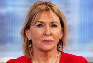 İngiltere-sağlık-bakanı-Nadine-Dorries-covid-19-olan-ünlüler