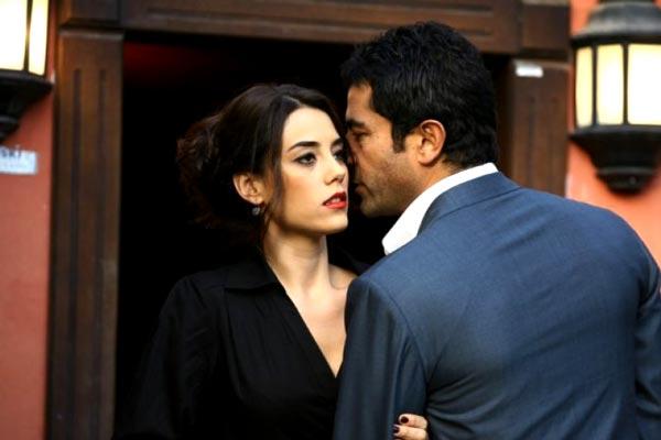 cansu-dere-kenan-imirzalıoğlu-dizi-setinde-aşık-olan-oyuncular