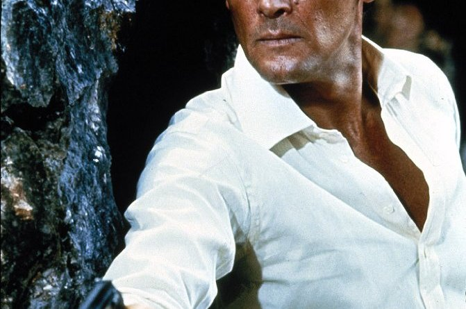 Roger Moore dead RIP obituary James Bond star