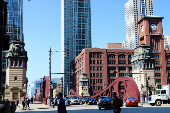 """This Chicago street and bridge can be seen in """"Road to Perdition"""" (2002)"""