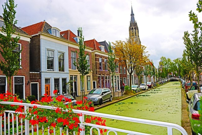 "A particularly beautiful neighbourhood is the Vlamingstraat area around Vermeer's ""Little Street""."