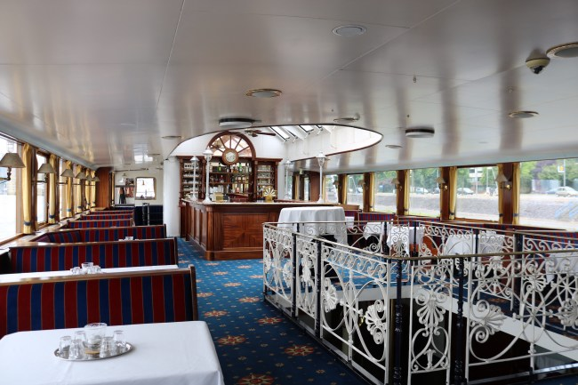On board of the Rotterdam paddle steamer from 1926. Photo: © Sonja Irani / FilmFanTravel.com