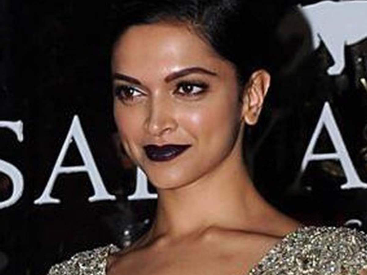Actresses who flaunted unusual lipstick shades