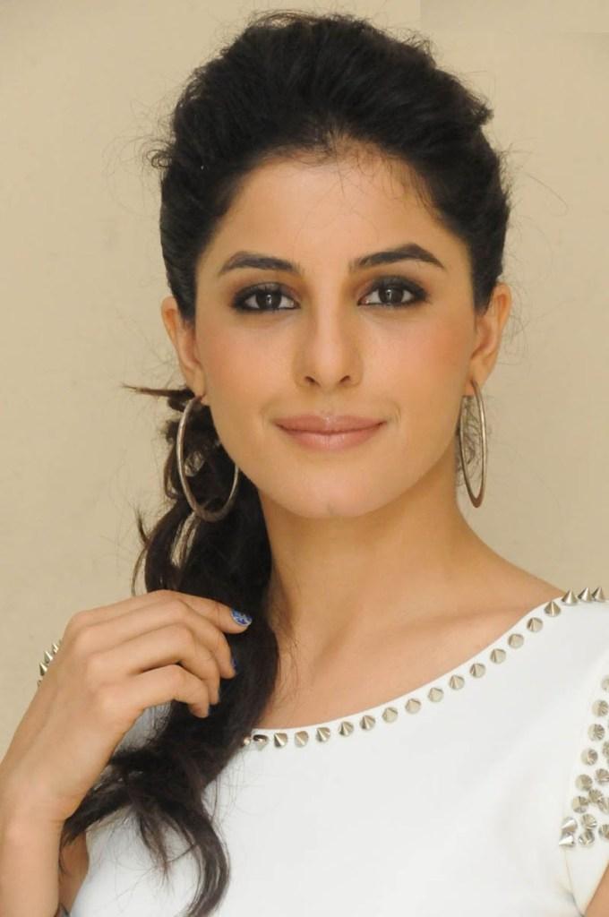 42+ Glamorous Photos of Isha Talwar 2