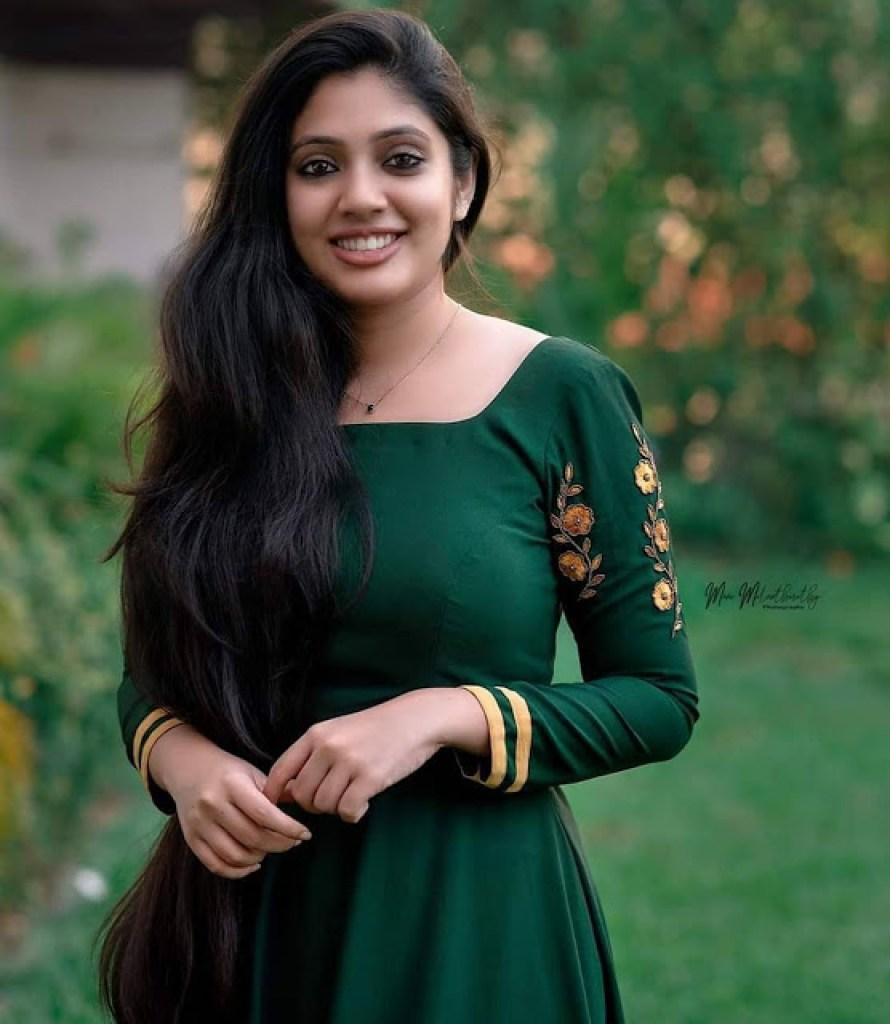 76+ Gorgeous Photos of Veena Nandakumar 56