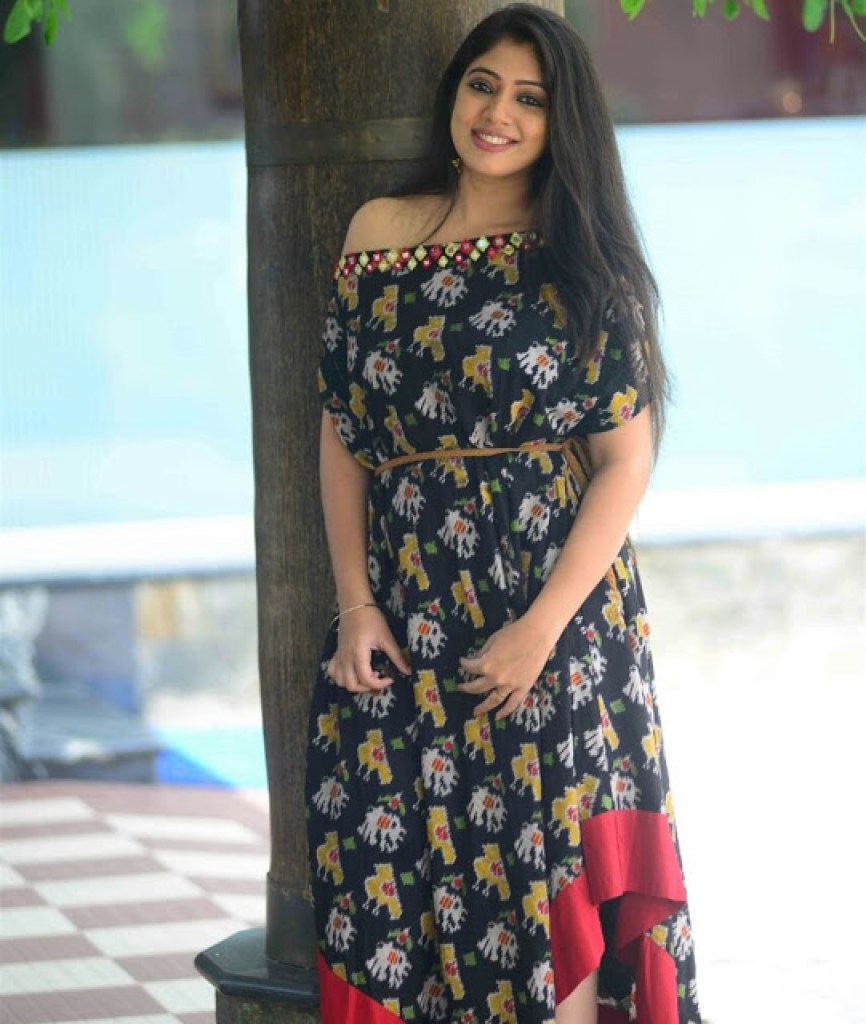 76+ Gorgeous Photos of Veena Nandakumar 68