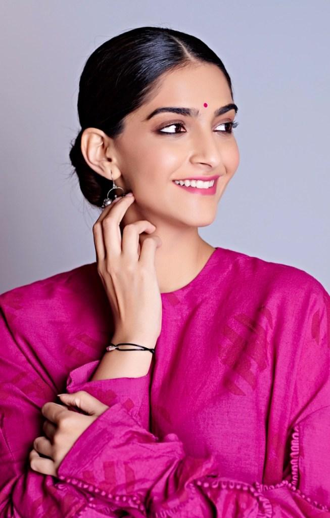 30+ Glamorous Photos of Sonam Kapoor 19