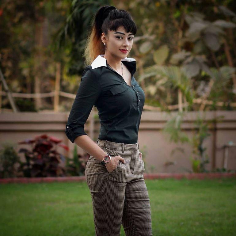 38+ Glamorous Photos of Sapna Vyas Patel 86