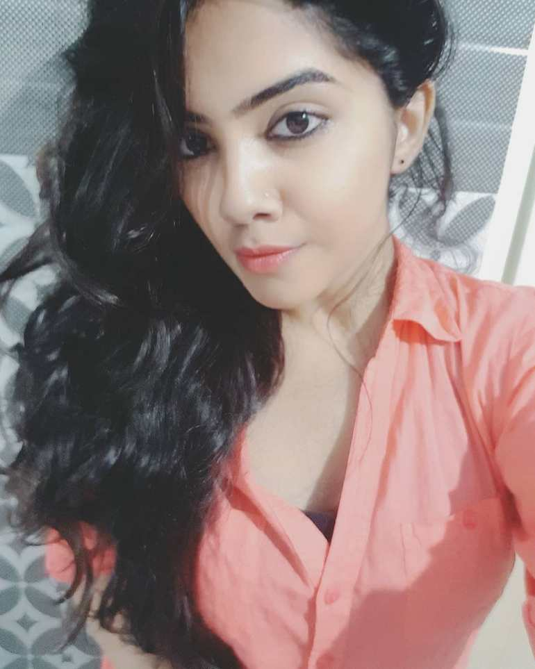 Vidhya Vijayakumar Stunning Photos, Biography, Wiki, Husband, Family, Instagram 4