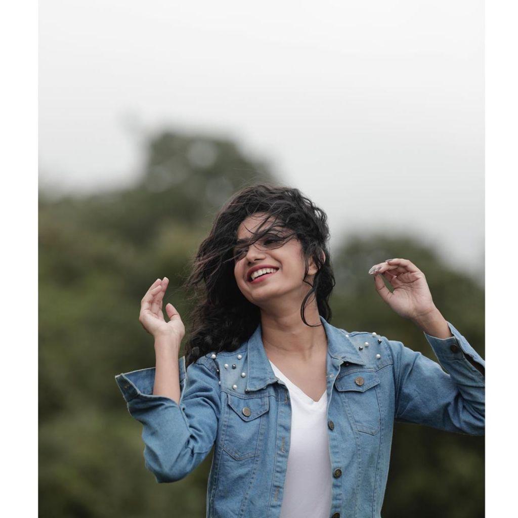 Deepa Thomas HD Photos, Biography, Wiki, Husband, Family, Instagram 24